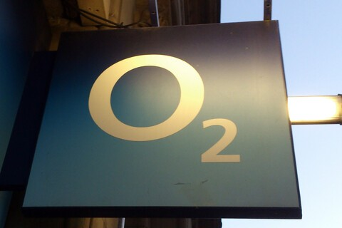 BT in early talks to purchase O2 or EE