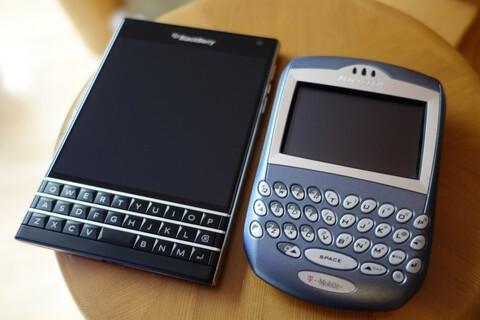 BlackBerry Passport vs. 7290