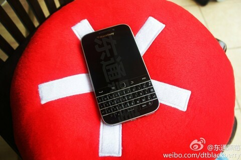 BlackBerry Classic caught posing for the camera