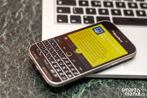 BlackBerry Classic caught yet again, skips the blurry cam this time around