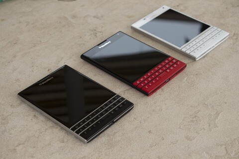 Veteran BlackBerry analyst says company should get out of the handset business