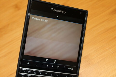 Avoid obstacles while typing with Heads Up for BlackBerry 10