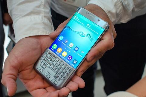 Samsung brings back the hardware keyboard