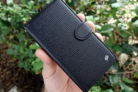 This handy wallet flip case for BlackBerry Z30 is on sale today for just $9.95