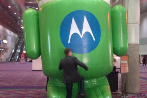 Smartphone March Madness Continues: Vote for the BlackBerry Tour to Take Down the Motorola Droid!