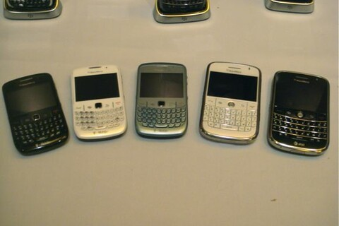 CTIA 2009: Hands-On Photos of the BlackBerry Bold 9000 and BlackBerry Curve 8520 in WHITE!
