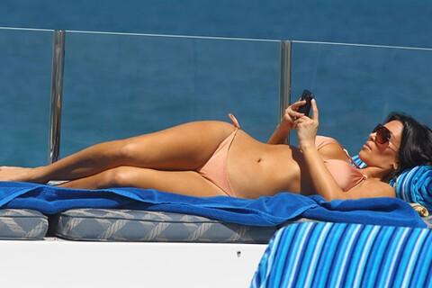 Kim Kardashian Proves That BlackBerry + Bikini = Hot!!!