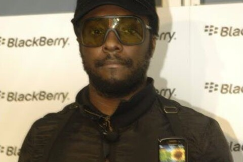Will.i.am On Hand In Australia To Help Launch the BlackBerry Curve 8520