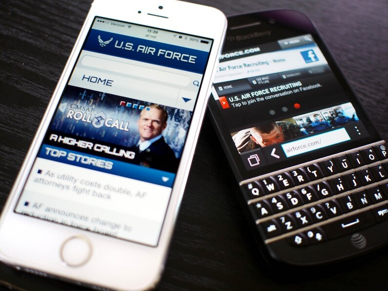 US Air Force begins transition, swapping 5000 BlackBerry devices for iPhones