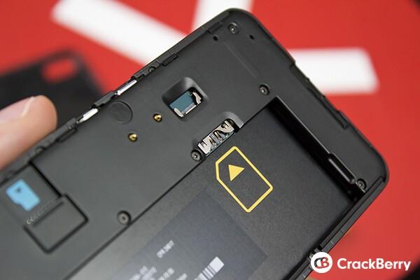 BlackBerry Z10 SIM slot