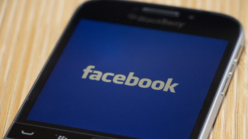 Facebook for BlackBerry 10 updated with new features