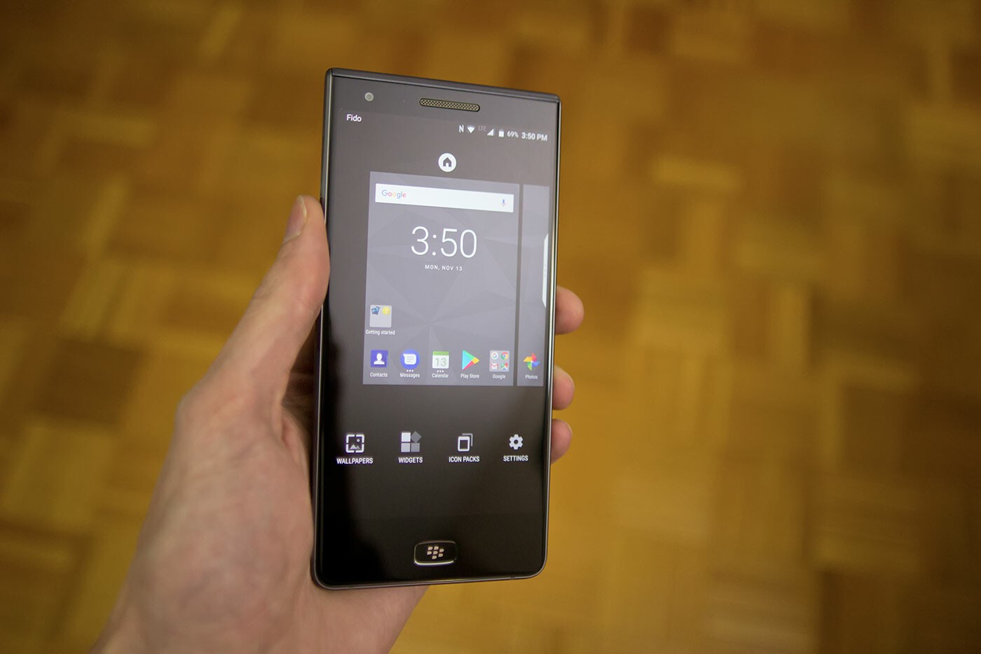 how to change your wallpaper on the blackberry motion | crackberry
