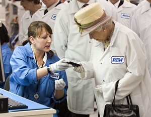 Queen Elizabeth gets a white BlackBerry Bold 9700