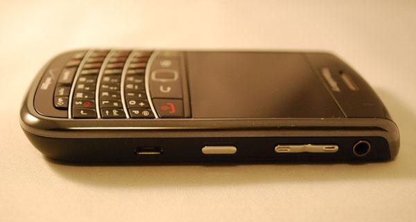 Verizon BlackBerry Bold 9650 Right Side
