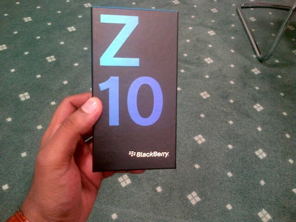 BlackBerry Z10 retail box