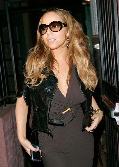 Mariah Carey with her BlackBerry 8700