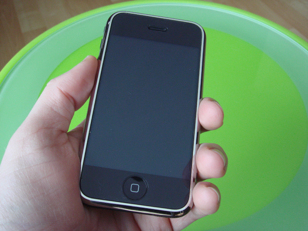 how to see how much emmory on iphone