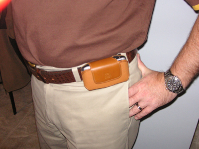 Wearing the Smartphone Experts SidePouch