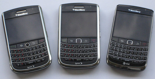 BlackBerry Bold 9650 Comparison Photos