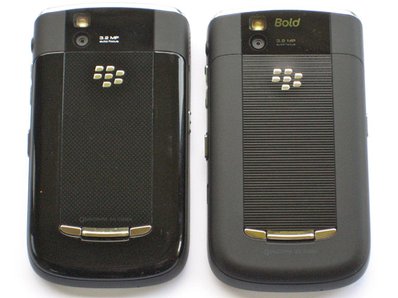 BlackBerry Bold 9650 Back View Comparison