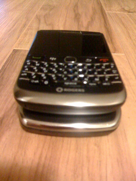 BlackBerry Bold 9700 vs. BlackBerry Curve 8900