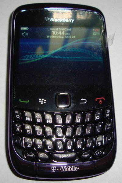 More BlackBerry Curve 9300 pics arrive. This time in a interesting shade of purple