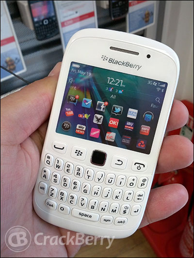 Three UK serves up the BlackBerry Curve 9320 in white