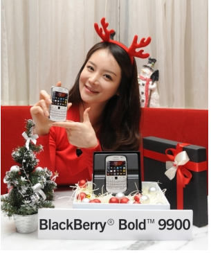 Korean market BlackBerry Bold 9900 in white